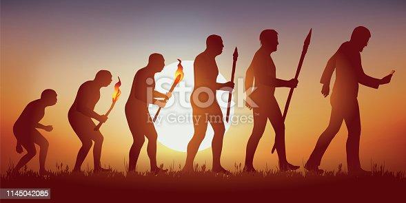 Concept de l'addiction au smartphone et aux réseaux sociaux avec le symbole de Darwin montrant l'évolution de l'homme primitif vers l'homme moderne, qui avance en regardant son écran.