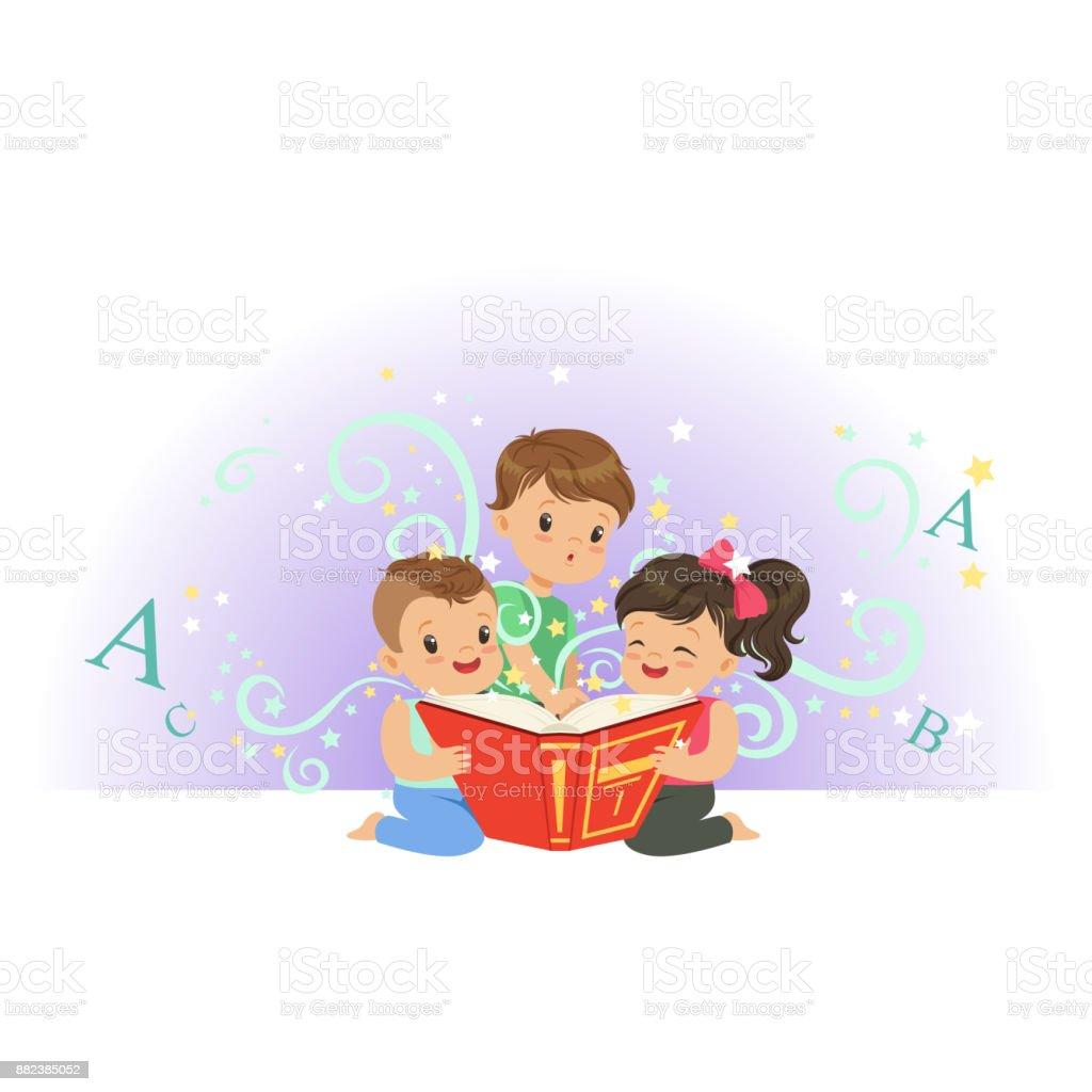 Ilustración de Emocionados Los Niños Niños Y Niña Busca En El Libro ...