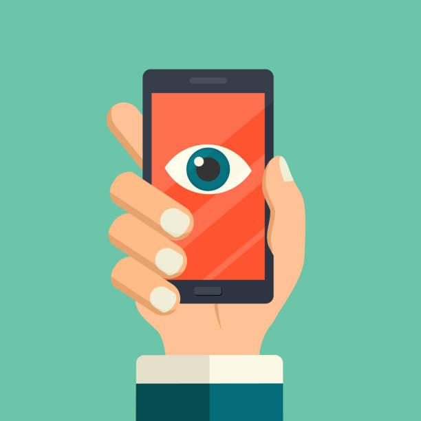 Gesichtserkennung, Überwachungskonzepte. Hand halten Smartphone mit beobachtendem Auge auf dem Bildschirm. Handy mit Augensymbol. Moderneflache S-Design, Vektor-Illustration. Telefon beobachtet Sie Konzept. – Vektorgrafik