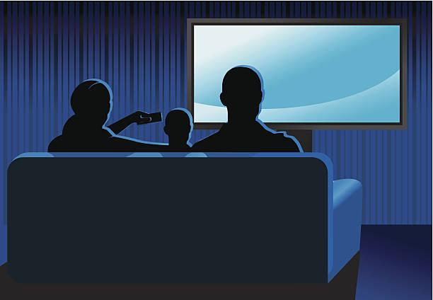 ilustrações de stock, clip art, desenhos animados e ícones de família assistir tv - tv e familia e ecrã