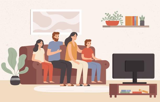 familie, die gemeinsam fernsehen. glückliche menschen fernsehen tv im wohnzimmer, junge familie sehen film zu hause vektor-illustration - zusehen stock-grafiken, -clipart, -cartoons und -symbole
