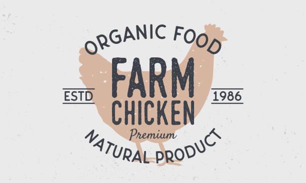 bildbanksillustrationer, clip art samt tecknat material och ikoner med farm chicken logo typ. retro-logotyp med kyckling silhuett. vintage affisch för kött butik. vektor illustration - höna
