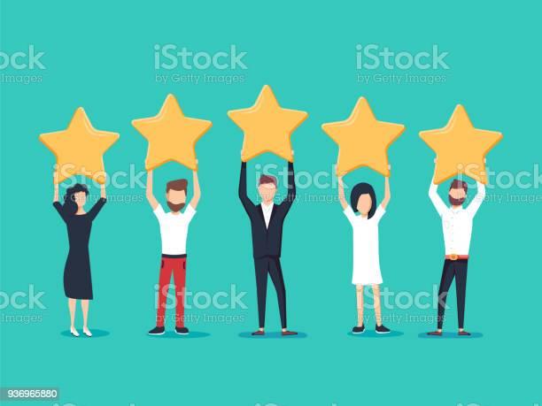 Five Stars Rating Flat Style Vector Concept People Are Holding Stars Over The Heads Feedback Consumer — стоковая векторная графика и другие изображения на тему Анкета