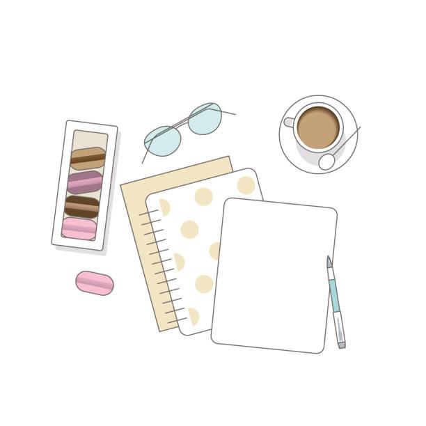stockillustraties, clipart, cartoons en iconen met vlakke lay met glazen, notitieboekje, macaroons en koffie - e learning