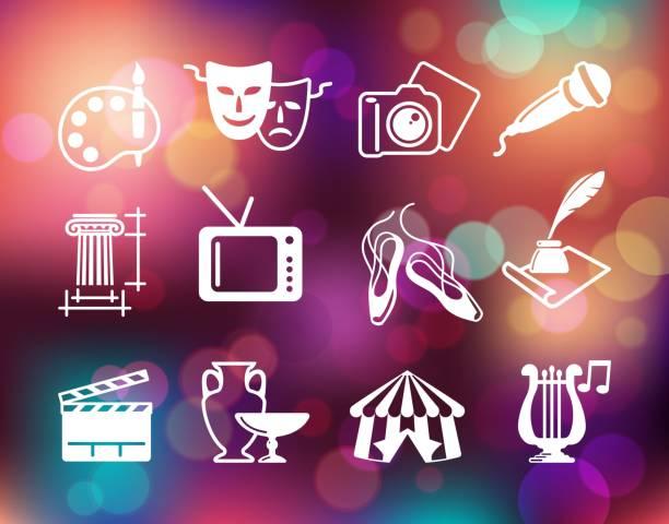 illustrations, cliparts, dessins animés et icônes de plats symboles de la culture, des arts et des divertissements sur le fond coloré - camera sculpture