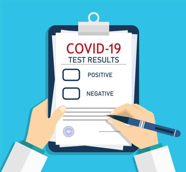 covid 보고서의 형태입니다. 검사 후 코로나 바이러스의 실험실 임상 결과와 의료 체크리스트. 의사 등록, 분석 후 바이러스를 기록. 건강 검진. 처방전을 쓰는 남자. 벡터 - covid testing stock illustrations