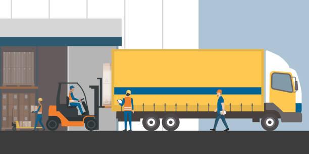 ilustraciones, imágenes clip art, dibujos animados e iconos de stock de envío de carga y almacenamiento - conductor de autobús