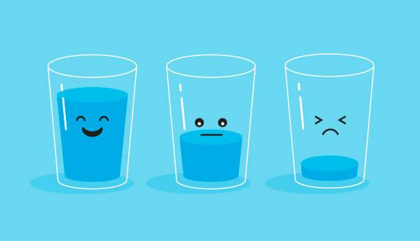 volles und leeres glas wasser. - glas stock-grafiken, -clipart, -cartoons und -symbole