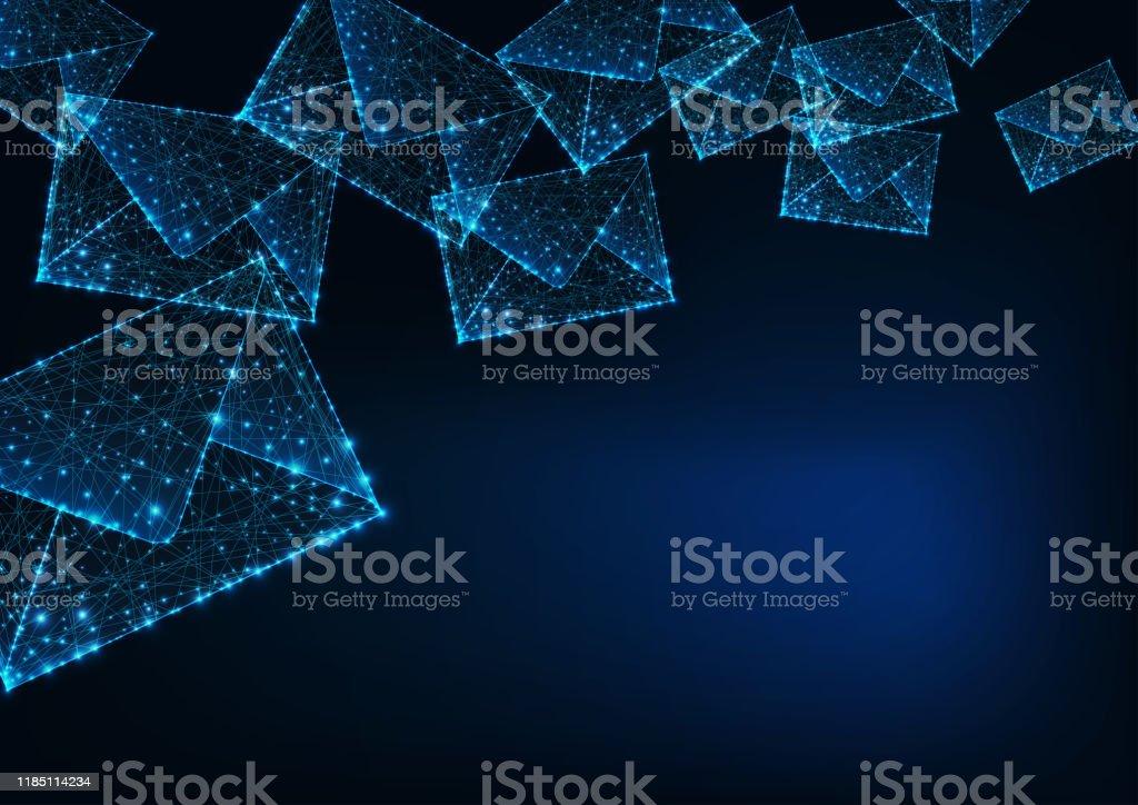 Futuristisch glühende niedrige polygonale Briefumschläge und Kopierraum für Text auf dunkelblauem Hintergrund. - Lizenzfrei Abstrakt Vektorgrafik