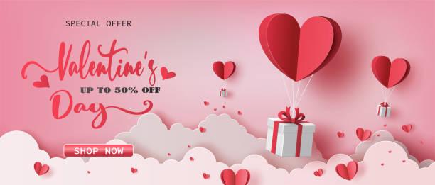 illustrations, cliparts, dessins animés et icônes de boîtes de cadeau avec le ballon de coeur le flottant le ciel. - saint valentin