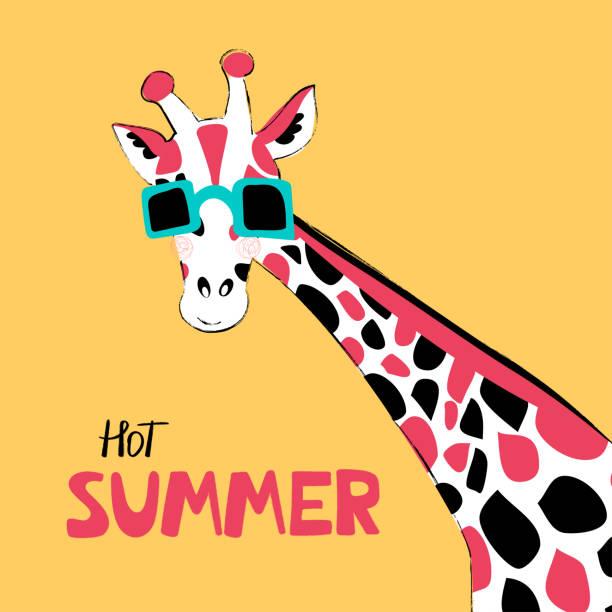 giraffe flach handgezeichnet vektor zeichen. süße afrikanische tier cartoon-charakter. helles poster mit einer giraffe in brille mit schriftzug. kinderbuch, t-shirt, reise-postkarte-design. vektor - giraffenhumor stock-grafiken, -clipart, -cartoons und -symbole
