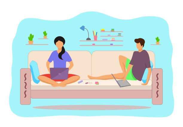 ilustrações, clipart, desenhos animados e ícones de menina e cara trabalhando na internet no sofá - salas de aula
