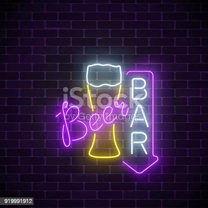 leuchtende neon bier pub schild mit pfeil auf dunklen ziegel wand hintergrund leuchtende. Black Bedroom Furniture Sets. Home Design Ideas