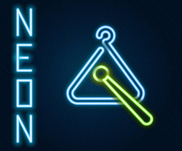 bildbanksillustrationer, clip art samt tecknat material och ikoner med glödande neonlinje triangle musikinstrumentikon isolerad på svart bakgrund. färgstarka kontur koncept. illustration av vektor - triangel slagverksinstrument