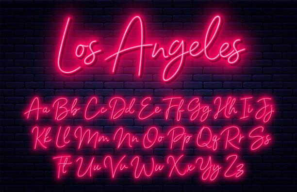 świecący neonowy alfabet skryptu. neonowa czcionka z wielką i pisaną literą. odręczny alfabet angielski - neon stock illustrations