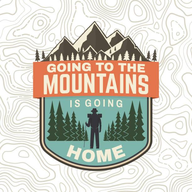 산에가는 것은 집에가 고 있다. 벡터. 셔츠 또는 배지, 오버레이, 패치 티에 대 한 개념입니다. 등산객, 산과 숲 실루엣 빈티지 타이포 그래피 디자인. 야외 모험 기호 - mountain top stock illustrations