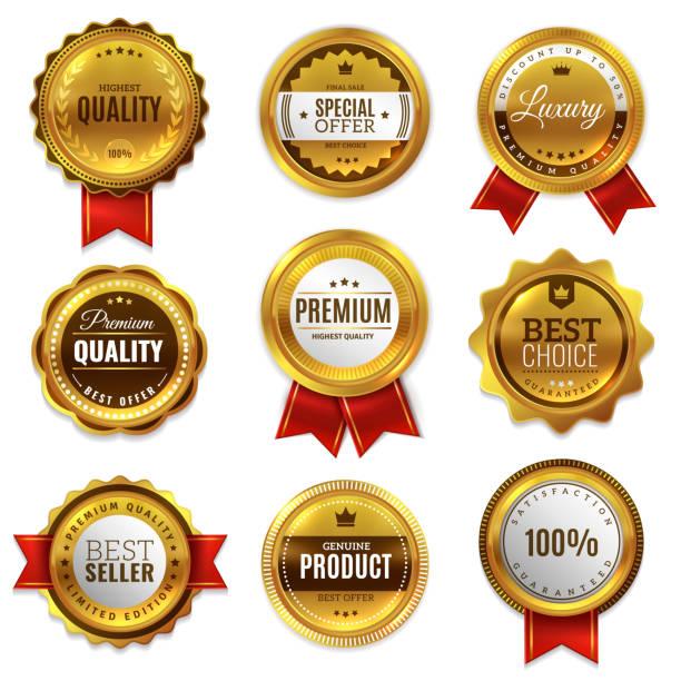 złote plakietki uszczelniają etykiety jakości. sprzedaż medal odznaka premium znaczek złoty prawdziwy emblemat gwarancji okrągły zestaw wektorowy - przypinka stock illustrations
