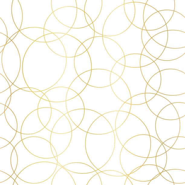illustrazioni stock, clip art, cartoni animati e icone di tendenza di cerchi in lamina d'oro astrae un modello vettoriale senza soluzione di continuità. sfondo moderno e elegante cerchi sovrapposti dorati lucidi su bianco. design per banner web, blog, matrimonio, carta digitale, celebrazione, invito - motivo ripetuto