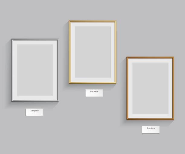 金、銀、青銅のフレームが灰色の背景上に分離します。ベクトルの図。表彰台のフレーム。 - 美術館点のイラスト素材/クリップアート素材/マンガ素材/アイコン素材