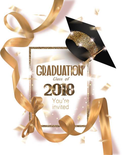 ilustrações, clipart, desenhos animados e ícones de graduação 2018 cartão de convite de festa com chapéu e longa ouro fita de seda e confetes. ilustração vetorial - baile de graduação