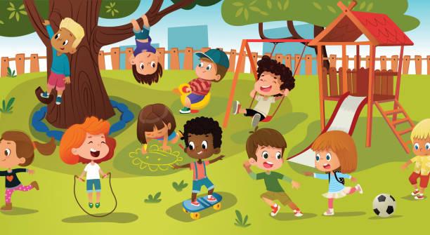 Groupe d'enfants jouant le jeu sur un parc public ou une aire de jeux d'école avec des balançoires, des diapositives, skate, boule, crayons, corde, jouant le jeu de rattrapage. Une enfance heureuse. Illustration vectorielle moderne. Clipart. - Illustration vectorielle
