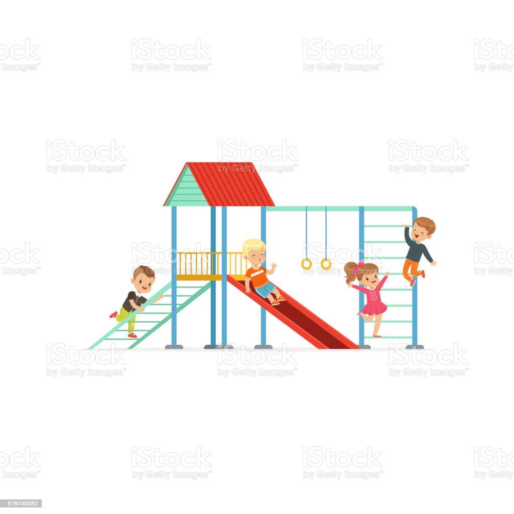 Grupo de ni os preescolares ni os y ni a jugando en el for Aprendemos jugando jardin infantil