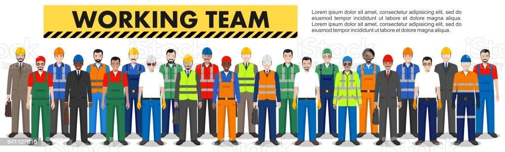 Grupo de trabajadores, constructor e ingeniero juntos de pie en fila en el fondo blanco de estilo plano. Trabajo concepto de equipo y trabajo en equipo. Distintas nacionalidades y estilos. Diseño de personajes de pueblo. - ilustración de arte vectorial