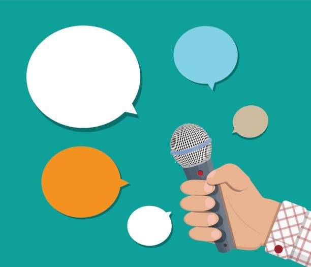illustrations, cliparts, dessins animés et icônes de main tenant le ballon de micro et de la parole. - interview