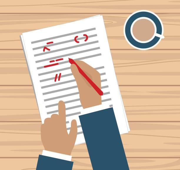 hand mit rotem stift korrekturlesen eine geschichte - korrekturlesen stock-grafiken, -clipart, -cartoons und -symbole