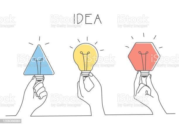 Händer Som Håller Olika Glödlampor-vektorgrafik och fler bilder på Affärsstrategi