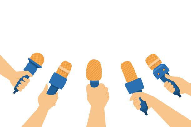 illustrations, cliparts, dessins animés et icônes de mains retenant des microphones vector plate illustration. journalistes et journalistes lors d'une interview ou d'une conférence de presse. - interview