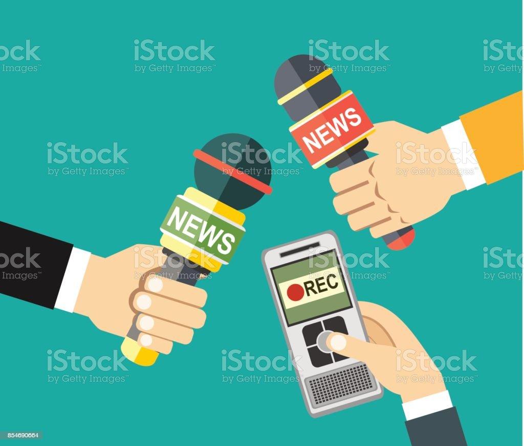 Hände halten Voice Recorder, Mikrofon. Massenmedien und Pressekonferenz Konzept. Journalismus. Vektor-Illustration im flachen Stil auf grünem Hintergrund – Vektorgrafik
