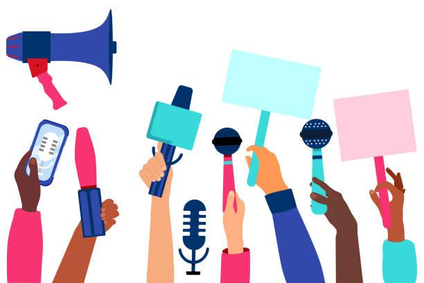 illustrations, cliparts, dessins animés et icônes de les mains avec des microphones et des enregistreurs prennent l'entrevue. concept de communiqué de presse. dernières nouvelles et relations publiques. marketing numérique pour les entreprises. journalisme et radiodiffusion. - interview