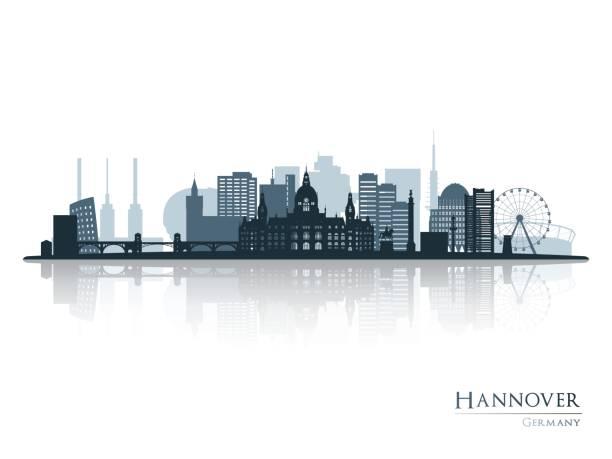 hannover skyline silhouette mit reflexion. vektor-illustration. - hannover stock-grafiken, -clipart, -cartoons und -symbole