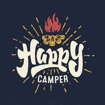 Happy Camper Vintage Hand Crafted Lettering Badge - Arte vetorial de stock e mais imagens de Acampar