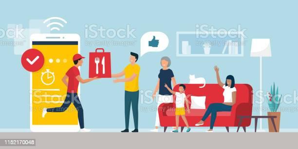 Happy Family Receiving A Ready Meal At Home Using A Smartphone App - Stockowe grafiki wektorowe i więcej obrazów Aplikacja mobilna