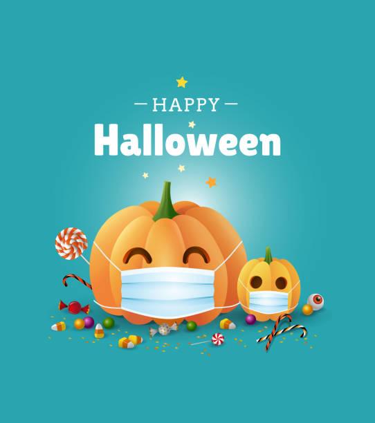 illustrazioni stock, clip art, cartoni animati e icone di tendenza di buon disegno biglietto di auguri di halloween. illustrazione carina con zucche che indossano maschere per il viso per la protezione dal coronavirus e dolci su sfondo verde. - vettore - halloween