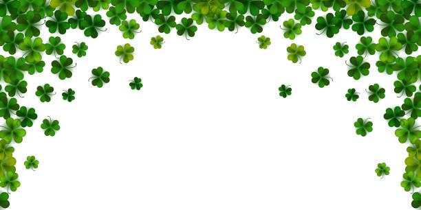 gerçekçi shamrock yaprakları ile happy saint patrick günü arka plan, dekoratif çerçeve şablonu, vektör illüstrasyon - aziz patrik günü stock illustrations