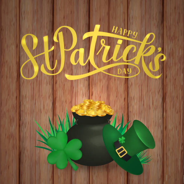 Happy St. Patrickâs Tag Kalligrafie Handschrift, Leprechaun es Hut, Klee und Topf mit goldenen Münzen auf Holzhintergrund. Saint Patricks Tag Grußkarte, Banner, Poster oder Flyer. Vector Illustration. – Vektorgrafik