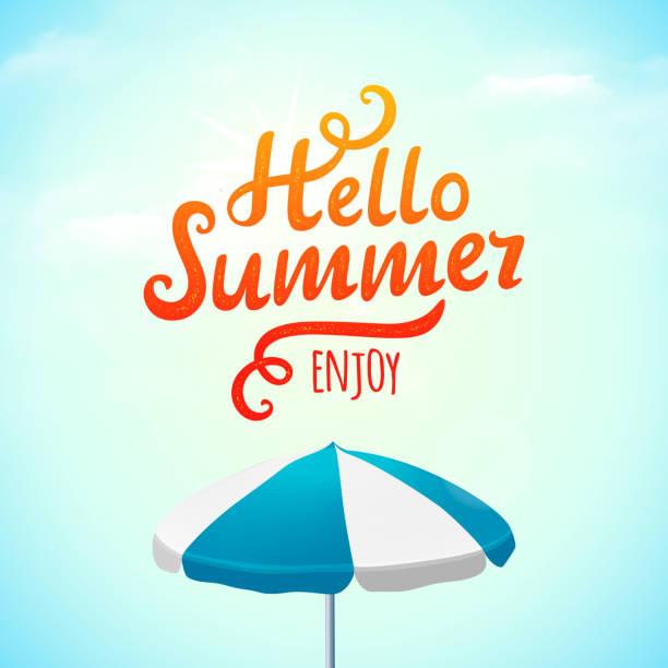 Hallo Sommer Typografie Inschrift mit Sonnenschirm. Vektor-Illustration – Vektorgrafik