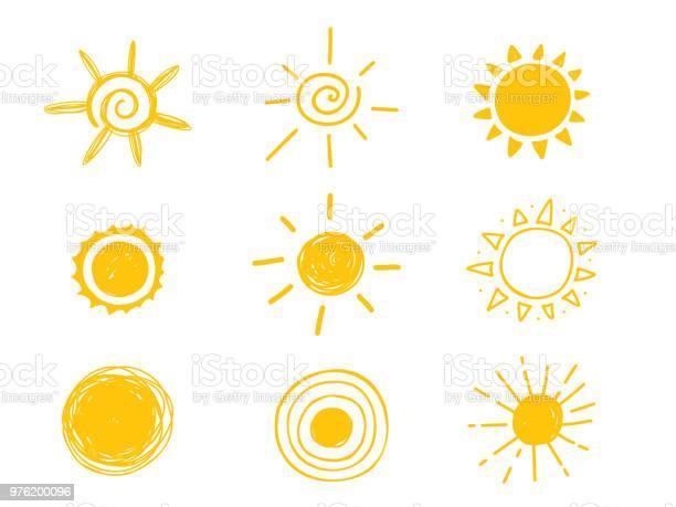Vetores de Ícone De Sol Quente Amarelo Doodle Ilustração Isolado No Fundo Branco e mais imagens de Abstrato