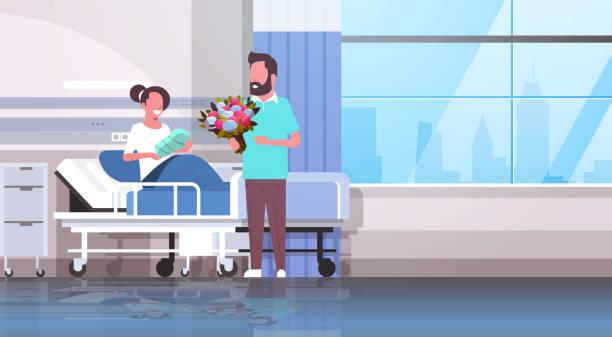 ilustrações, clipart, desenhos animados e ícones de marido segurando flores buquê para sua esposa com recém-nascido bebê sentado na cama amoroso pai visitando novo filho feliz família paternidade conceito hospital ward interior horizontal - novo bebê