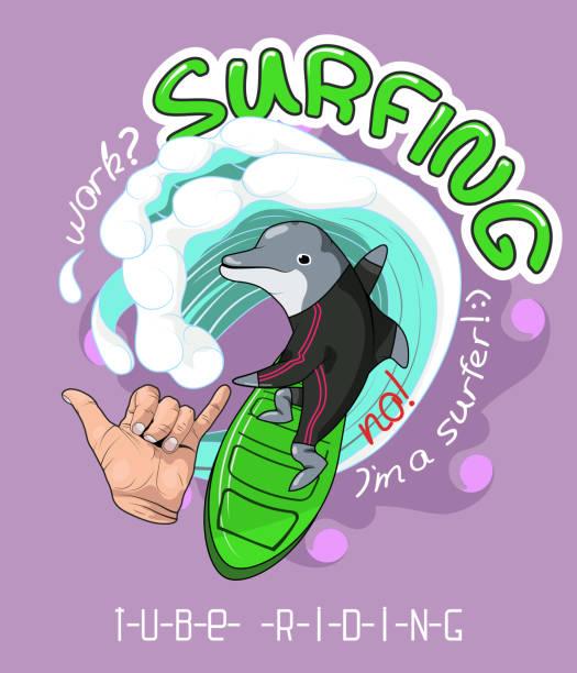 形象為 t恤衫, 服裝, 海報, 明信片, 貼紙, 列印。海豚飆網者手與手勢 Shaka 歡呼。向量藝術插圖