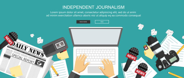 stockillustraties, clipart, cartoons en iconen met onafhankelijke journalistiek platte banner. apparatuur voor journalist op bureau. platte vectorillustratie - journalist