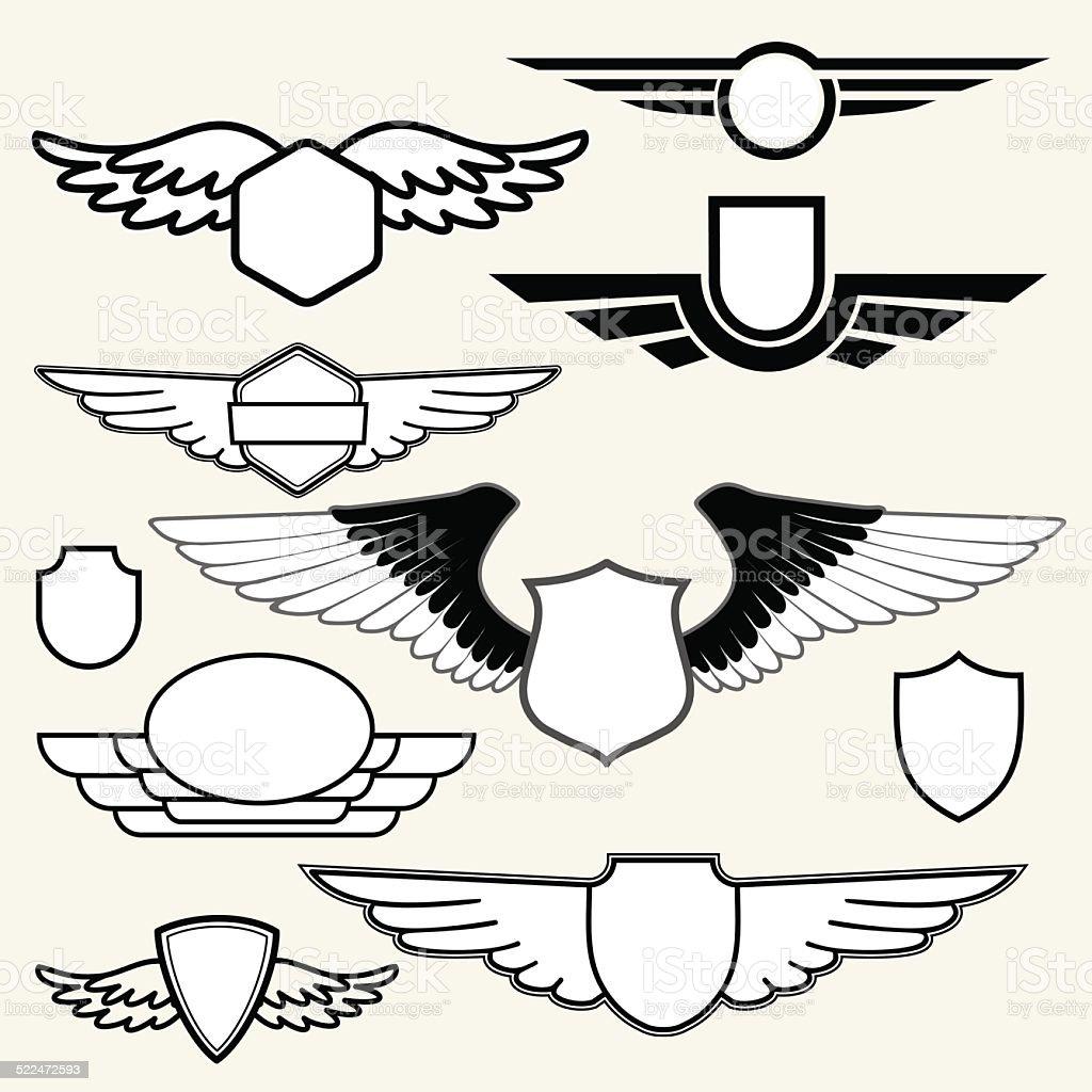 Insignias o Logotypes con alas ubicado sobre fondo blanco. - ilustración de arte vectorial