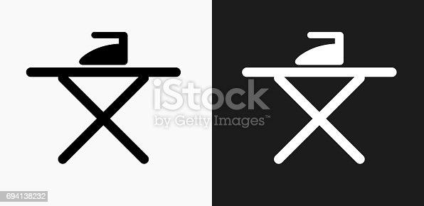 b geleisen und brettsymbol auf schwarzwei vektorhintergr nde stock vektor art und mehr bilder. Black Bedroom Furniture Sets. Home Design Ideas