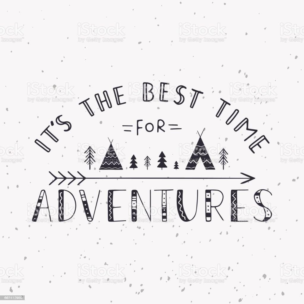 Es el mejor momento para aventuras. Manuscrito de la rotulación de tiendas indias, árboles y flecha. - ilustración de arte vectorial