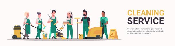 hausmeister team reinigungsservice konzept männliche mix-renn-reinigungsmaschinen in uniform arbeiten mit professioneller ausstattung flach voller länge horizontale bannerkopierplatz - hausmeister stock-grafiken, -clipart, -cartoons und -symbole