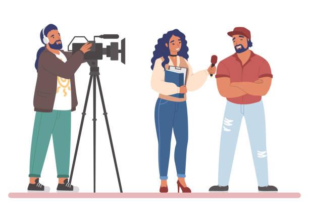 illustrations, cliparts, dessins animés et icônes de journaliste de tv ou interview de rue de journaliste de nouvelles, illustration de vecteur plat - interview