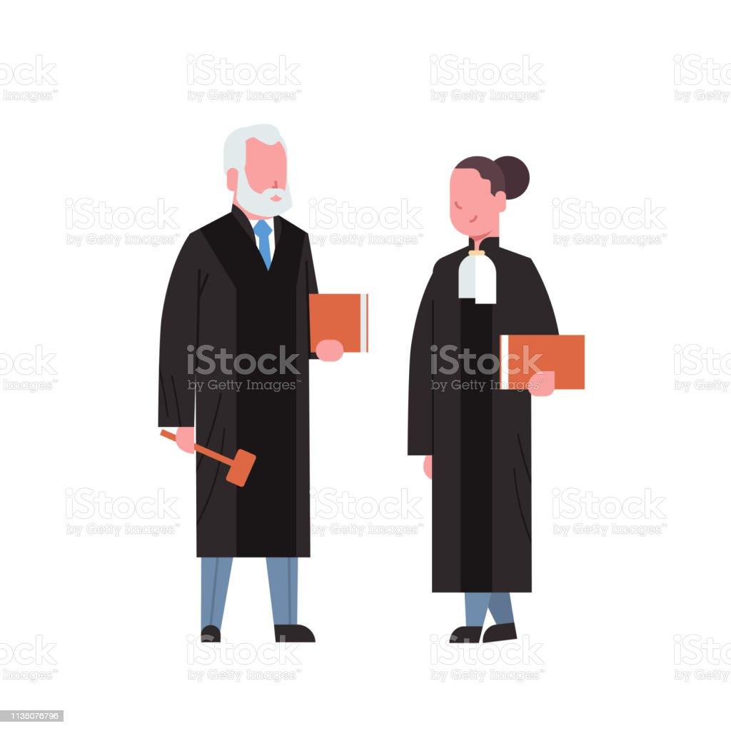 Juge Femme Homme Couple Cour Travailleurs En Robe Judiciaire Tenant Livre Et Hummer Basse Justice Professionnel Profession Concept Cartoon Caracteres Pleine Longueur Fond Blanc Plat Vecteurs Libres De Droits Et Plus D Images